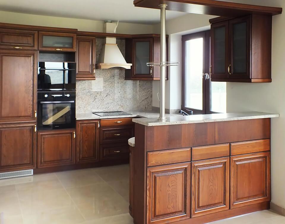 Kuchnia w stylu retro z frontami drewnianymi Wiech
