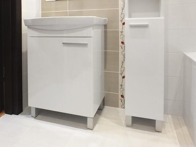 Szafki łazienkowe stojące