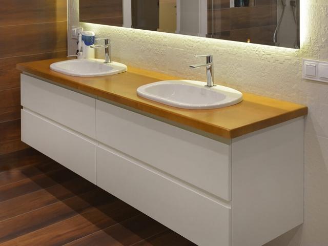 Duża łazienkowa szafka wisząca pod umywalkę